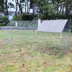 Clapier, lapinière ou enclos à lapins. En métal, 180 cm de longueur